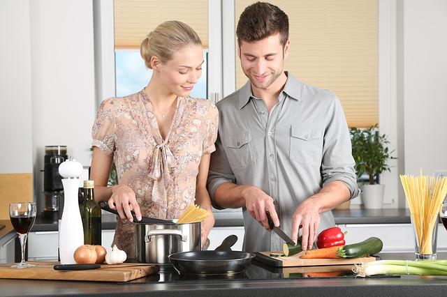 dvojice, kuchyně, vaření