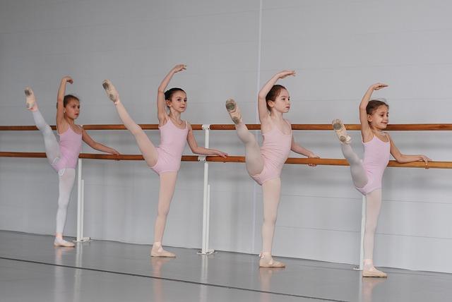 děti tančící balet