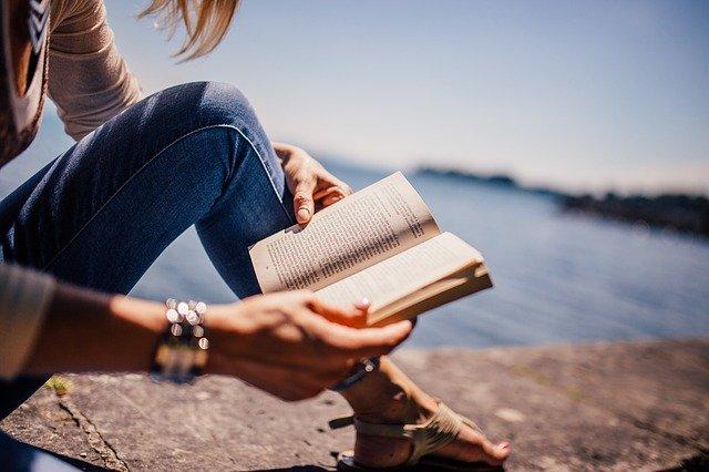 Žena, kniha, příběh