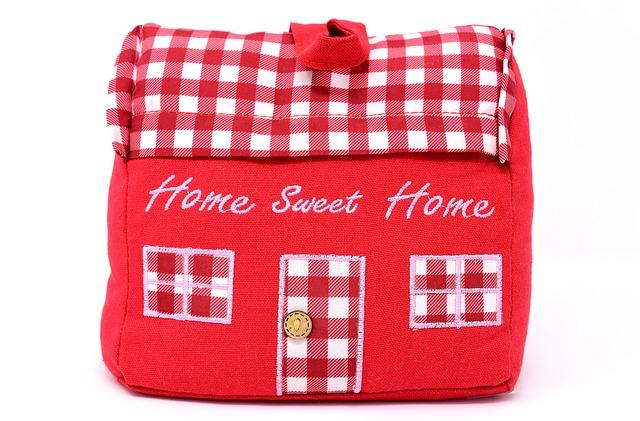 červený látkový domeček, sladký domov