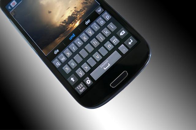 mobilní telefon s velkým displejem